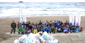 Participation in the concerted cleaning of Tottori Sand Dunes